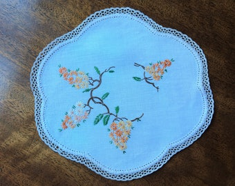 Vintage hand embroidered doily - orange and yellow daisies - 20.5 x 22 cm