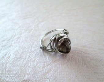 Beaded wire wrap ring, glass bead, size 4.5