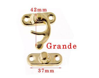 Gold latch closure size about 42x37mm large model in 2 parts. Unit.