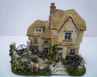 ENGLISH COTTAGE COLLECTIBLE. Vintage English Cottage.