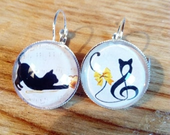 Earring stud earring ethnic original vintage chic beige and black cat and stylized music notes