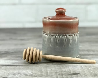 Honey jar: porcelain honey pot red grey ombre stamped pattern ceramic honey jar wooden honey dipper red kitchen decor grey kitchen decor