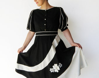 Vintage 1970s Dress / Black and White Cotton Day Dress / Size M