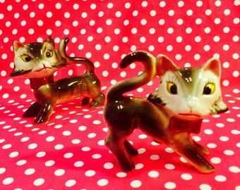 Anthropomorphic Kitty Cats with Bows Salt and Pepper Shakers made in Japan circa 1950s