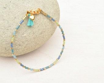 Blauw armbandje, Miyuki armband, Minimalistisch, Dun armbandje, Vriendschapsarmband, Gouden armband, Kado voor haar, Armband met kwastje