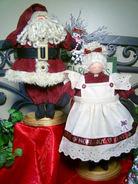 MeMa and PaPa - Mailed Cloth Doll Pattern 13in Mr and Mrs Claus