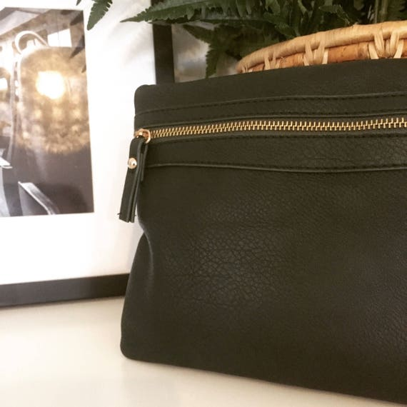 Vintage/date night/girls night out/leather/clutch/early 1990s/handbag