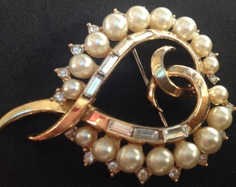 Crown Trifari Pearls Baguette Heart Pin Brooch – 1960s Jewelry