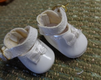 White Leather Doll Shoes Vintage Doll Shoes- White Mary Jane Doll Shoes- Size 8