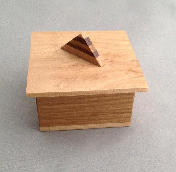 Dainty Wedge Handle  Box 30