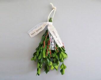 Real Mistletoe . mistletoe ball . mistletoe .  kissing ball . mistletoe hanging ball . mistletoe decoration . boxwood ball