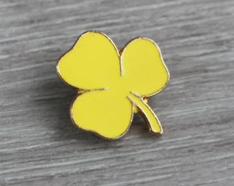 Vintage Girl Guides Yellow Clover Pin Badge - scouts scouting lucky irish ireland bright gold flower brooch costume jewellery mid century
