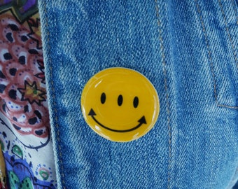 Transients Smiley Face Transmetropolitan Pin