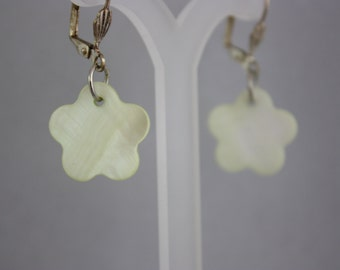 earrings, mother of pearl earrings, charm earrings, drop earrings, dangle earrings, leverback earrings, light green earrings, flower earring
