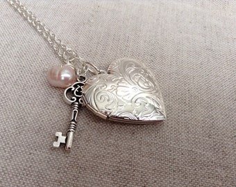 floral design locket necklace