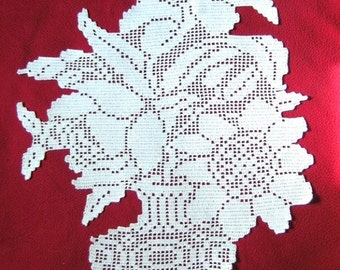 Bouquet place mat hook lace trompe-l'oeil(window dressing). White cotton.