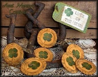 Primitive St. Patricks Day Lucky Horseshoe and Leprechaun Gold Pattern