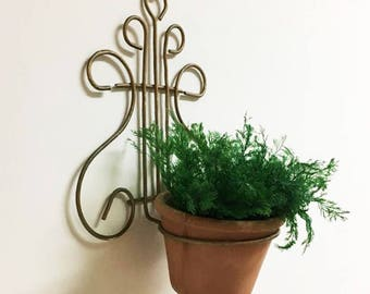 Wall Planter Holder / Wire Plant Hanger / Vintage Wall Mount Plant Holder / 60's  Lyre Pot Holder / Old World Charm / Gold Wall Pot Holder