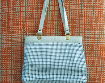 Vintage leather and mesh shoulder bag in white