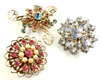 Flower Pins, Vintage Jewelry, Rhinestone Jewelry, Scatter Pins, Rhinestone Brooches, Flower Brooches, Gold Tone Pink & Blue Floral Brooches