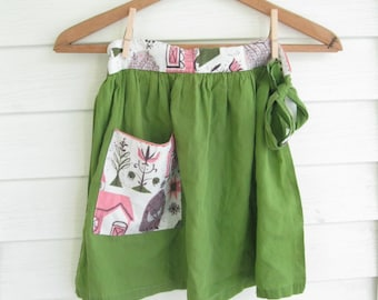 Girls Apron in Moss Green, Ladies Retro Apron, Young Adult Apron in Green, Handmade, Serving Apron, 60's apron,  by mailordervintage on etsy