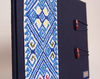 Hardcover folder with hand embroidery from Tenejapa, Chiapas
