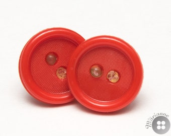 Earrings made of cute red plastic buttons - Boucles d'oreille en boutons rouges