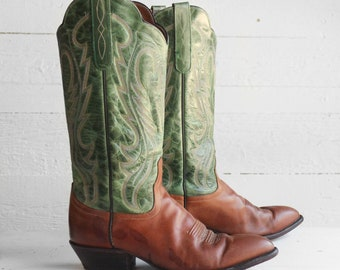9 M | Larry Mahan Green & Brown Pointed Toe Scalloped Western Boots