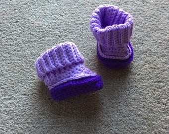 Two toned purple baby booties