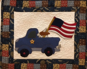 I Woof the USA Mini Quilt PDF Pattern, a new 4th of July design from Quilt Doodle Designs