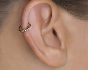 Tragus hoop. Cartilage Jewelry. Cartilage Earring. Tragus Earring. Helix Hoop. Helix Earring. Silver Tragus Earring. Gold Cartilage Earring