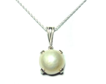 Genuine Mabe Pearl sterling silver pendant with chain