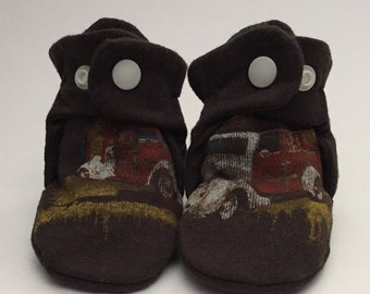 Recycled t-shirt Baby Booties size 1 (Antique Cars)