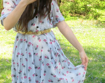 Pin tuck detailing seriously my favorite clothing detail.  Sweet 1940's sheer print cotton voile day dress