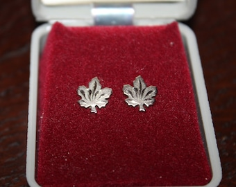 Vintage Sterling Silver Maple Leaf Post Earrings Made In Canada