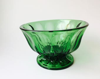 Vintage Emerald Green Glass Pedestal Bowl/Emerald Green Glass/Vintage Glass/Vintage Candy Dish/Collectible Glass/Glass Dish/Emerald/Compote