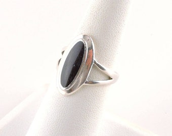 Size 7 Sterling Silver And Black Resin Oval Ring
