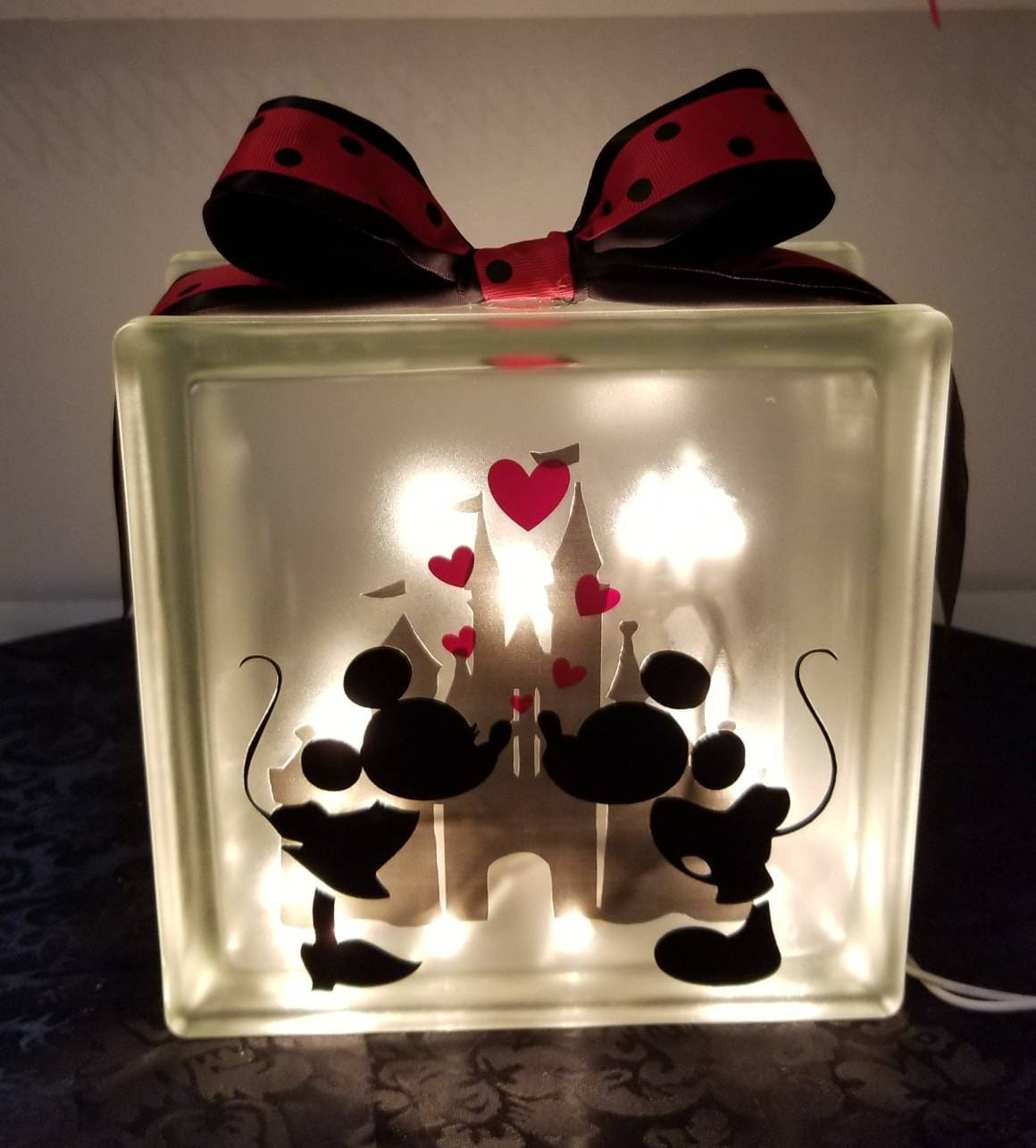 DISNEY\'S MICKEY & MINNIE Mouse Kissing Lighted Glass Block