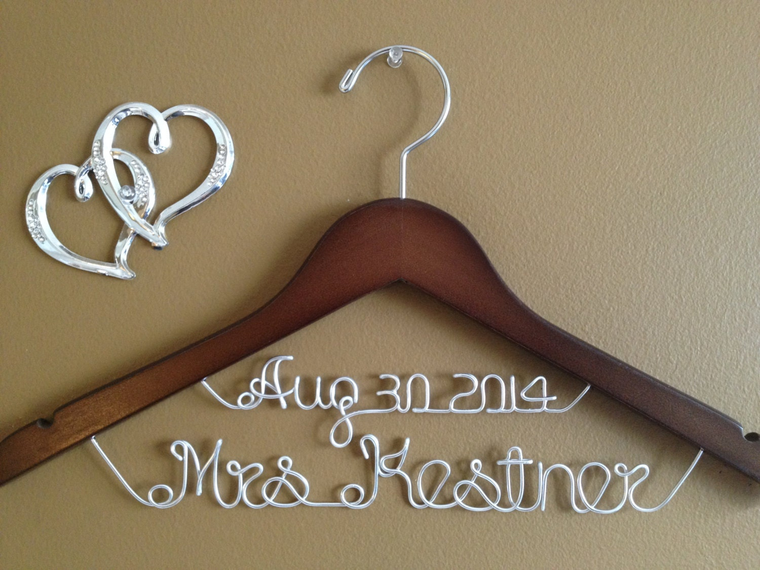 Bridal Hanger with Date for your wedding pictures