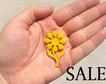 Vintage Mustard Yellow Enamel Flower Brooch (4X) (E599) SALE - 90% off