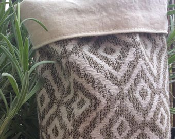 Pot in taupe and beige woven fabric