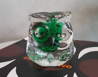 Owl Paperweight Heavy Glass Designed by Lars Hellsten for Skruf Sweden ay 1960s - 1970s.