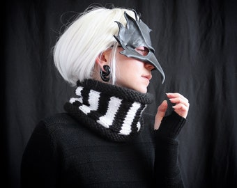 black and white striped cowl scarf || chunky knit scarf || handmade chunky cowl || wide neck warmer || beetlejuice || goth || witch scarf