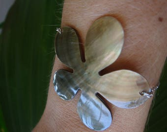 Tahitian Pearl flower bracelet on silver plated chain.