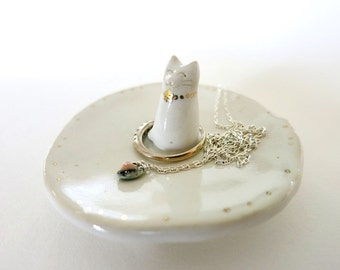 White Ceramic Cat Ring Dish Cat Mom Gift Trinket Dish Cat Gift Ring Holder Porcelain Ring Dish Cat lover Gift Plate Jewelry Dish