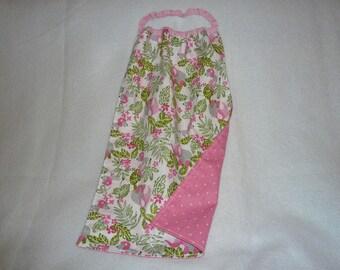 Serviette élastiquée en coton motifs éléphants / lions, tons rose et vert
