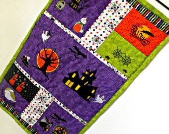 Halloween Wall Hanging,  quilted wall hanging, appliqued Halloween wall hanging, embroidered wall hanging, haunted house wall hanging