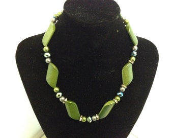Green beaded necklace 121