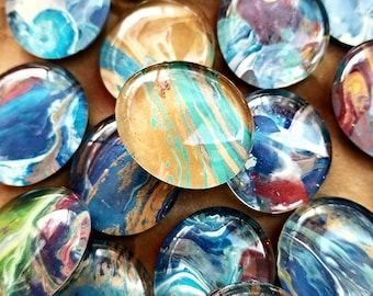 Glass swirl patterned magnets
