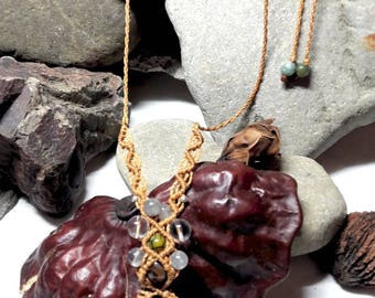 Macrame necklace agate and quartz gems and pearls. Stone: agate geode